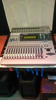 Table de Mixage mythique YAMAHA O1V
